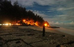 Suasana pantai dikala malam